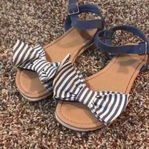 Super cute bow denim sandals!